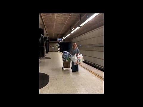 شاهد: امرأة بلا مأوى تغني السوبرانو بإحدى محطات المترو في لوس انجلوس…  - 15:53-2019 / 10 / 2