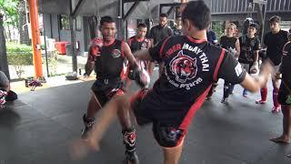 Kru Ploidaeng teaches a combination in the intermediate class @ Tiger Muay Thai