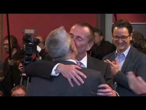 Gay Germans marry for the first timeKaynak: YouTube · Süre: 53 saniye