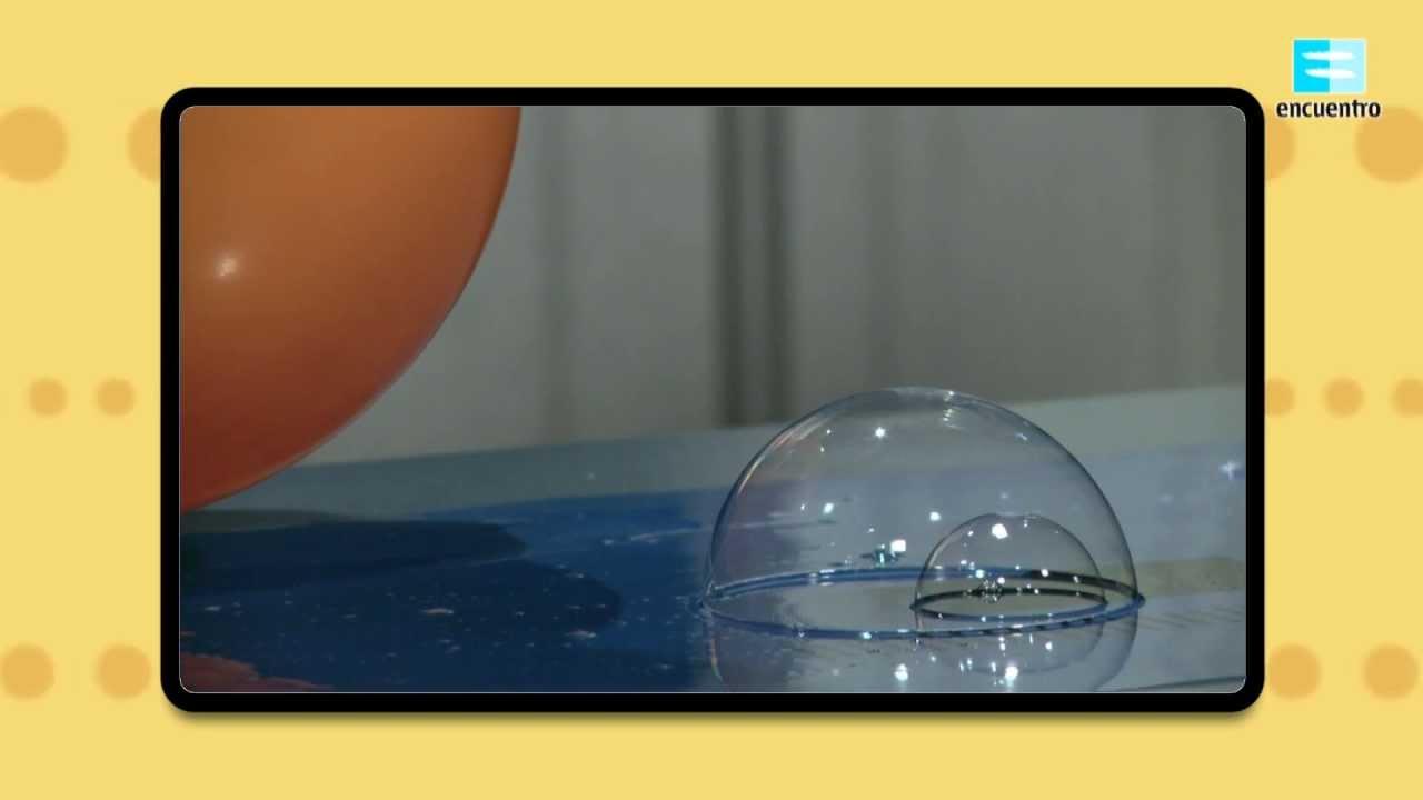 Y vamos a ver un curioso experimento de burbujas electrostáticas. ¿Puede moverse una pompa de jabón por electricidad?