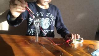 小3の息子が不思議な物を作っていた! ね~見て~! 電池に磁石を付け...