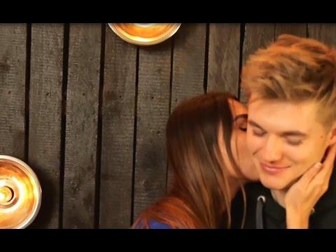 Как правильно поцеловать парня в шею | Поцелуй в шею | Уроки поцелуев