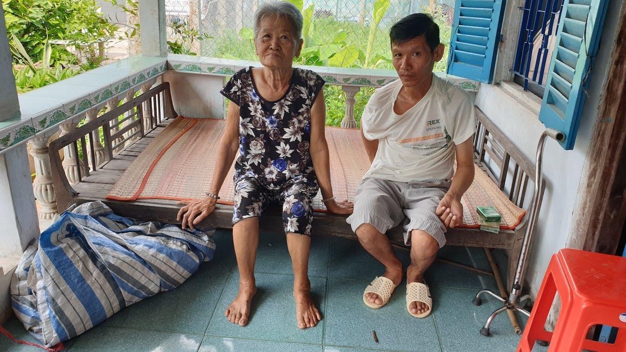 2 mẹ con ăn tương, sống cầm chừng với khoảng tiền trợ cấp 945 ngàn đồng