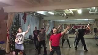 Танец секты на уроке по Хастлу.