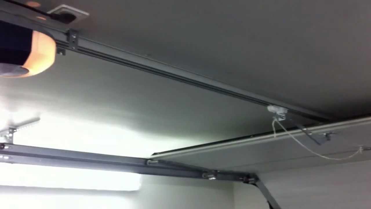 Autotallin ovi - Sähkökäyttöinen ovenavaaja TG200 - .autotalleja.fi - YouTube & Autotallin ovi - Sähkökäyttöinen ovenavaaja TG200 - www ... Pezcame.Com