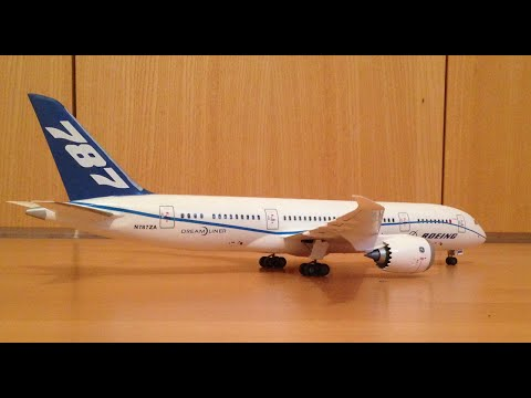 Revell Boeing 787-8 Dreamliner assembly