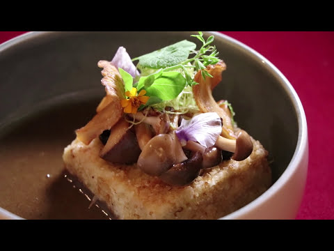 Thumbnail: Singapore, from Michelin star food to local market chicken rice