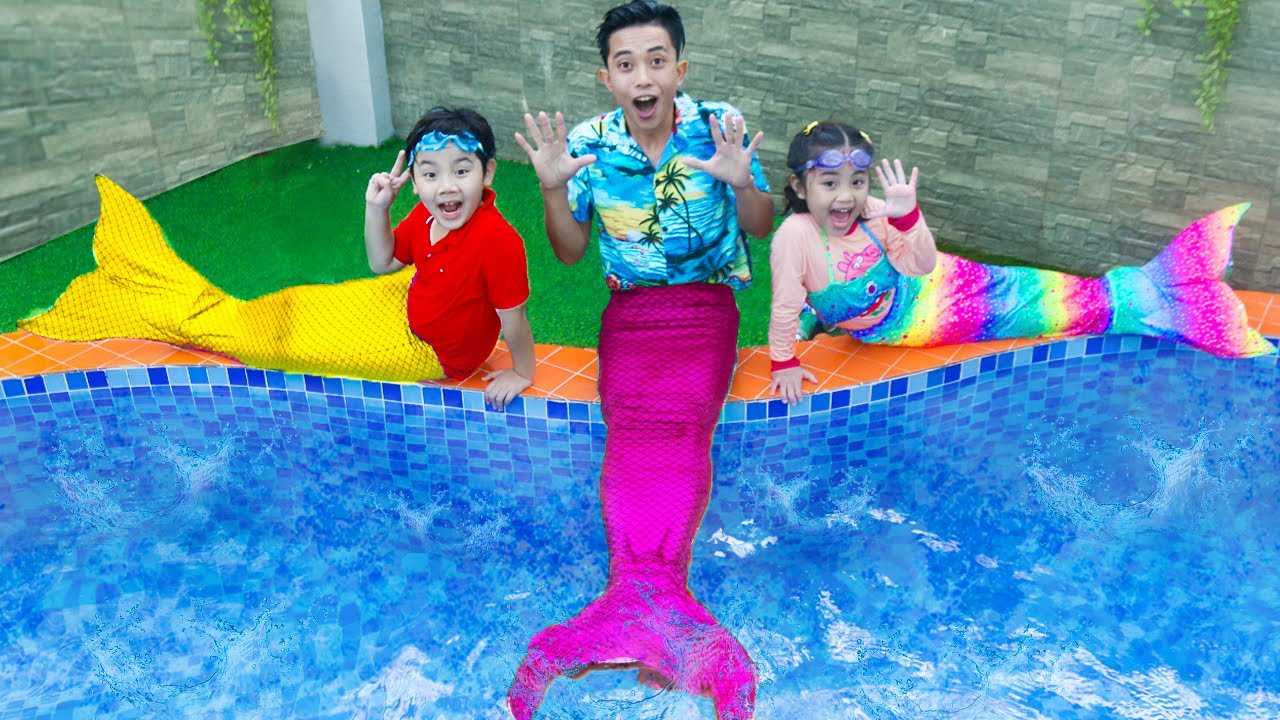 Sammy and Annie Pretend Play Mermaid Friend Situation | Kids Swimming Pool Toys