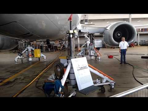 Cycle demo of Boeing 737 D-ABIA on the ground