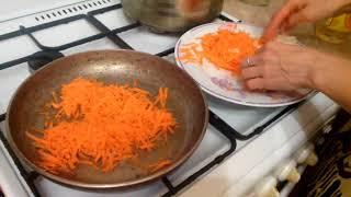 Суп рассольник с перловкой и поджаркой из морковки огурцов и лука