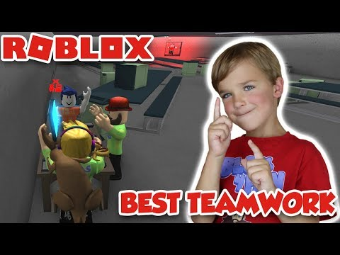 BEST TEAMWORK in ROBLOX FLEE THE FACILITY!