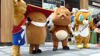 近鉄奈良駅前の行基広場大屋根完成記念イベント、11時の回より。 しかま...