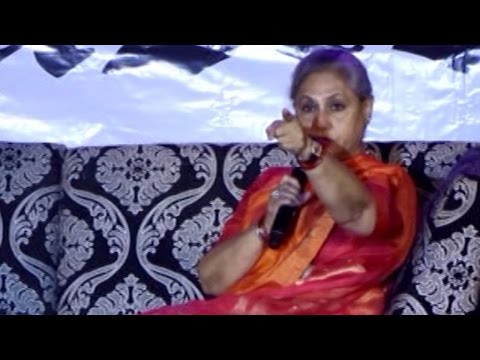Jaya Bachchan SHOUTS at a photographer | Umang Festival 2016