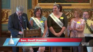 Sen. Hansen welcomes the Asparagus Queen to the Michigan Senate