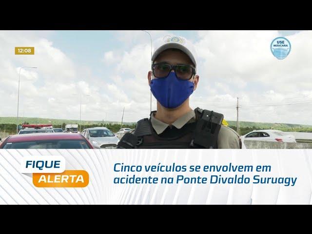 Cinco veículos se envolvem em acidente na Ponte Divaldo Suruagy