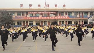 Gambar cover Chinese School Principal Breaks Internet with Dance Move