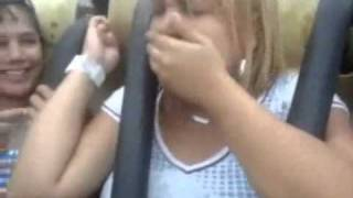 Mujer Vomita en Montaña Rusa - Parque de Diversiones thumbnail