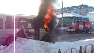 21.01.2015 В Сызрани на улице Ульяновской сгорел автобус ПАЗ