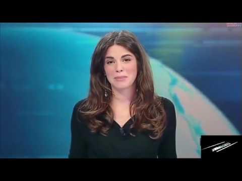 2666c065f Jornalista italiana deixa calcinha à mostra em telejornal - YouTube
