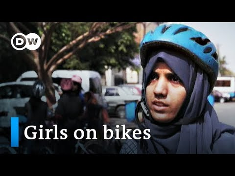 Pakistan: Girls on bikes get exercise and empowerment | DW Stories