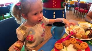 Влог в Леголенде Настя едет к Томас и его друзья и к Хелло Китти Видео для Детей и девочек