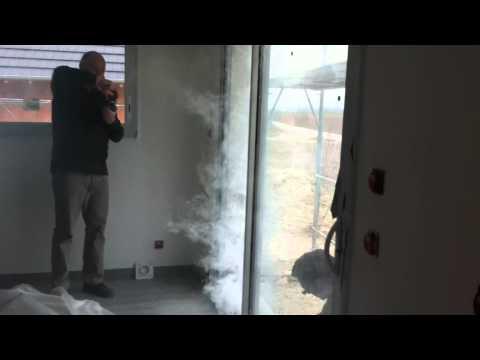 Test de fuite porte fenetre youtube for Porte fenetre closy hq