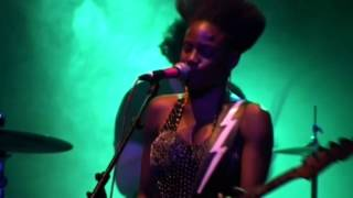 noisettes, Scratch Your Name Live