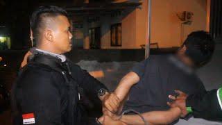 KONYOL, Diburu Jaguar Pemuda Ini Pura - Pura Cuci Piring