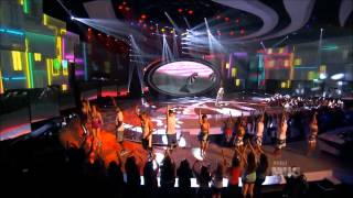 Nicki Minaj - Starships Live at American Idol