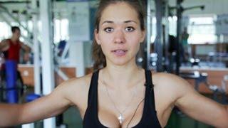 Рельефные плечи = спортивная девушка. Арина Варская.