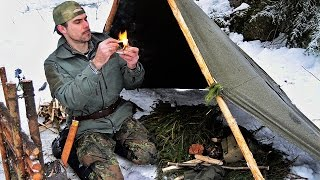 Winter Bushcraft Camp, Bow Drill, Cooking Hot Soup in the Forest