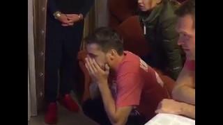 Дмитрий Комбаров у телевизора празднует чемпионство!