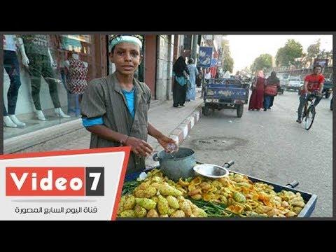 أطفال يتحدون البطالة ببيع -التين الشوكى- فى أسيوط  - 00:22-2018 / 8 / 1