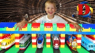 Железная дорога и Поезд игрушка. Железнодорожный транспорт Поезд и Трамвай. Про поезда для детей