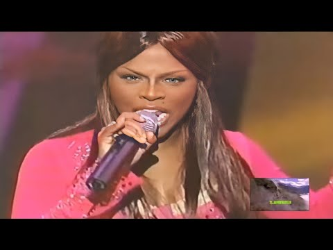 Lil' Kim perfoms 'How Many licks?' & 'No Matter What They Say' - Soul Train Awards (2000)
