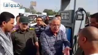 بالفيديو : محافظ المنيا يتابع التزام السائقين بالتعريفة الجديدة للمواصلات بمركز ابوقرقاص
