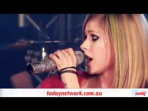 Avril Lavigne - Smile @2DayFm World Famous Rooftop