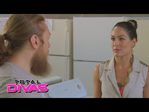 Brie Bella and Daniel Bryan look for a new washing machine: Total Divas Preview Clip: Sept. 28, 2014