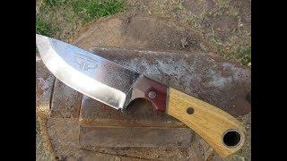 cuchillo hecho con elástico de auto