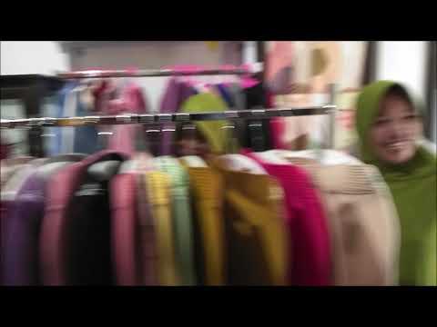 Intip Keseruan Ibu-ibu Belanja di Shanum Hijab