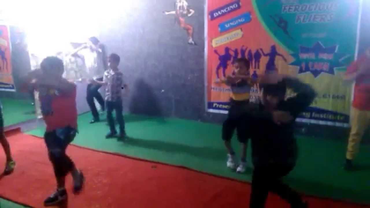 Student Of The Year - Kukkad Kamaal Da HD Video Song
