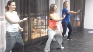В процессе создания танца, реггетон!