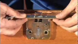 Установка межкомнатных дверей и врезка замка  видео 1  1(, 2010-09-24T09:04:48.000Z)