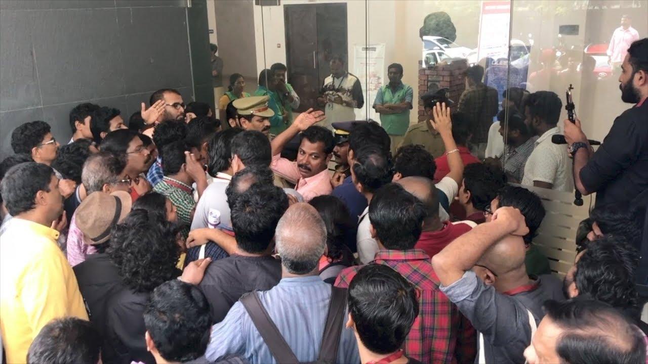 Delegates protest in Tagore Theatre  |   IFFK 2017