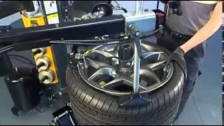 Шиномонтажный стенд S300 (шины run flat) часть 7(Шиномонажный стенд суперсовременного дизайна: он сконструирован без традиционного стола и имеет централь..., 2013-03-25T12:14:41.000Z)