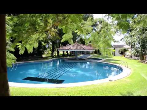 Conozca c  243 mo vive Vicente Fern  225 ndez en su rancho de 500 hect  225 reasCasa De Vicente Fernandez