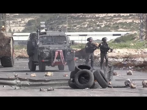 The Israeli army drives the Palestinians away with weapons and gas