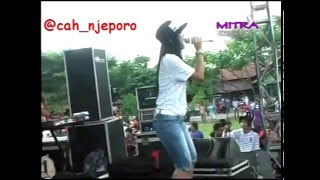 Video Romansa - Bojo Ketikung - Edot Arisna - Live Tunggul Tengah download MP3, 3GP, MP4, WEBM, AVI, FLV Desember 2017