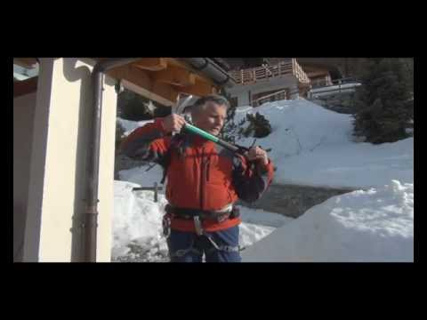 Port du piolet façon guide/How guides carry the ice axe
