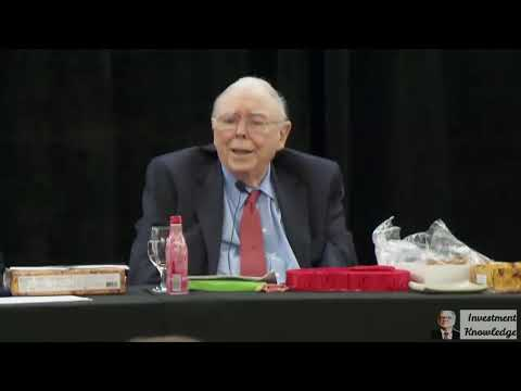 Charlie Munger explains how Warren Buffett outperforms the market (2019)